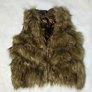 Jackets & Blazers - Ruffled Faux Fur Vest size Medium